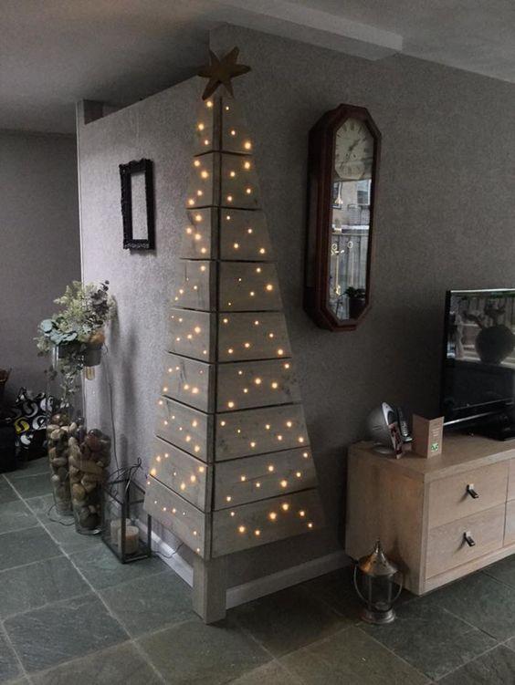 angle pallet Christmas tree with lights