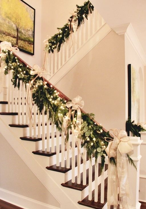 37 beautiful christmas staircase d cor ideas to try digsdigs for Stair railing decorated for christmas
