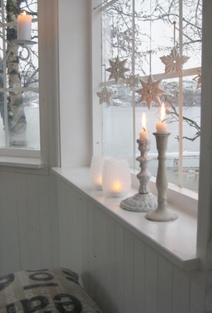 white star ornaments and whitewashed candle sticks fit vintage decor