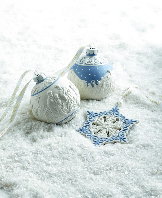 35 Frosty Blue And White Christmas Décor Ideas