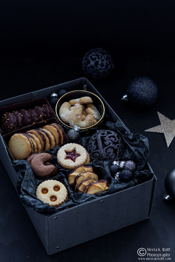 Linzer cookies and elegant black ornaments will be a perfecct gift