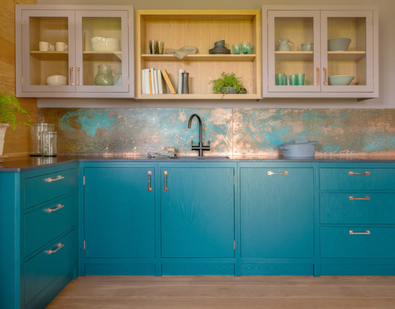 for a more interesting look you can choose metal sheets that imitates natural copper with patina (Naked Kitchens)