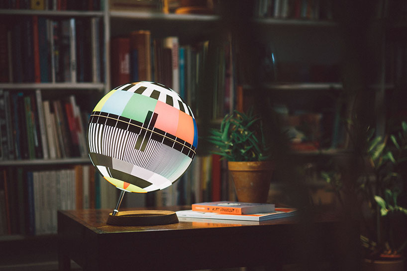 Mono Lamp reminds of the TV tests and works as a symbol of the 20th century mass media