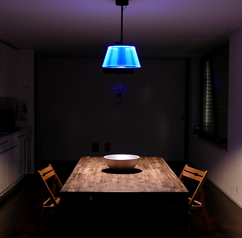The lamp has two independent lightsources, allowing it to create unique iluminations in any setting