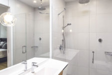 09 The white on the ceiling and walls makes the bathroom feel more spacious