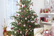 15 red and white are traditional Christmas colors to rock, add a Scandi flavor to them