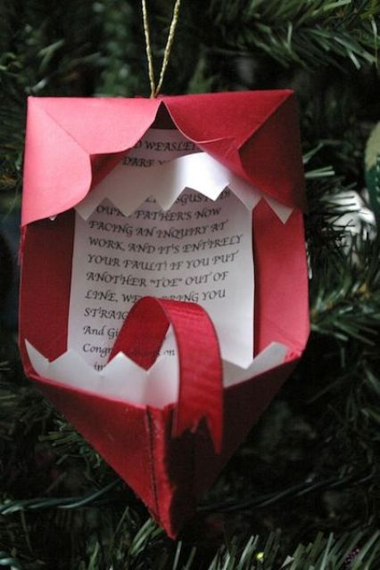 Howler Christmas ornament made of paper and cardboard