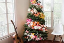 18 flower decor for a hipper Christmas tree