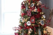 18 plaid and red are traditional for Christmas, lanterns look whimsy