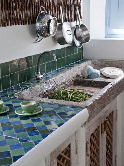green and blue tiles on the backsplash and countertop
