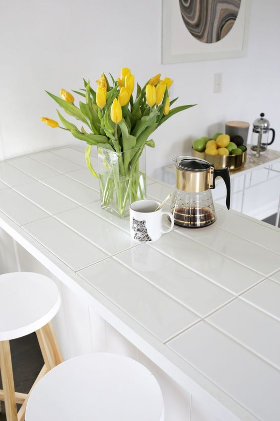 Hot Décor Trend: 24 Tile Kitchen Countertops