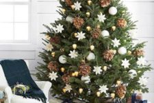 21 oversized pinecones, gold and white ornaments look elegant together