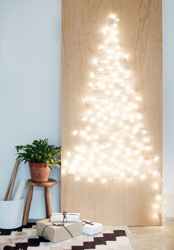 string light Christmas tree artwork is such a cool and easy idea