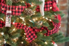 29 tartan, pinecones and knit ornaments will give your tree a cozy rustic flavor