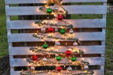 34 light wood pallet tree with simple colored ornaments