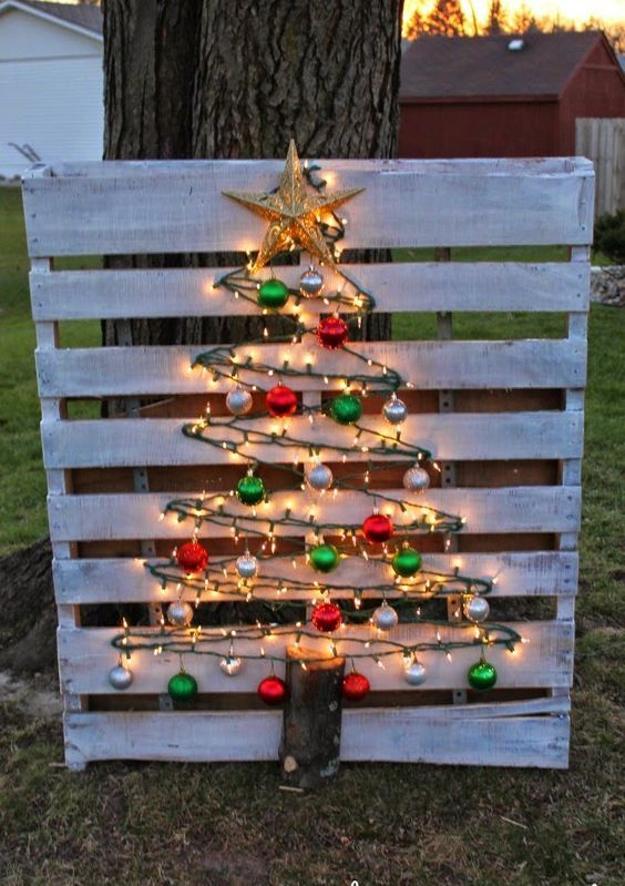 light wood pallet tree with simple colored ornaments