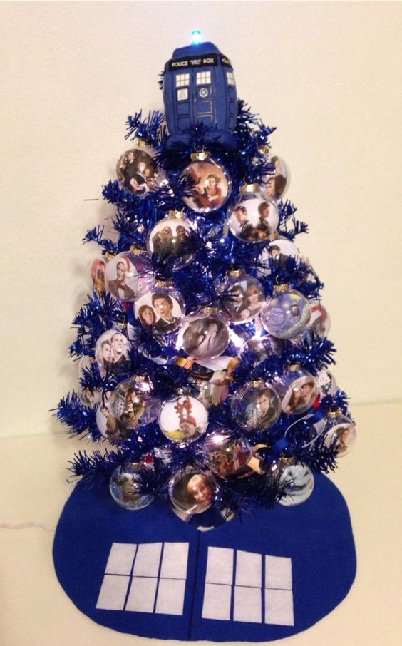 dazzling blue Christmas tree with photo ornaments is such a fun idea
