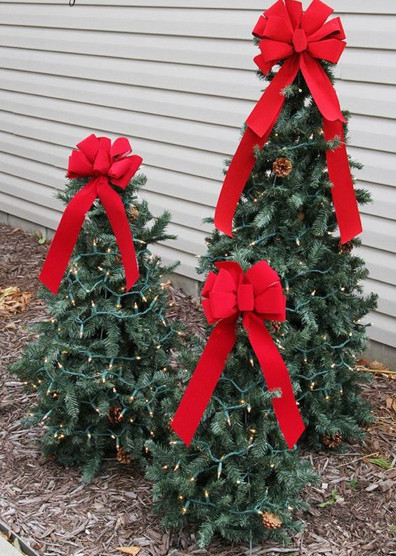 tiered tomato cage Christmas trees with lights and red bows can be DIYed
