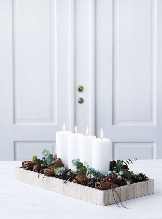 41 chic modern christmas d cor ideas digsdigs - Modern christmas table settings ideas ...