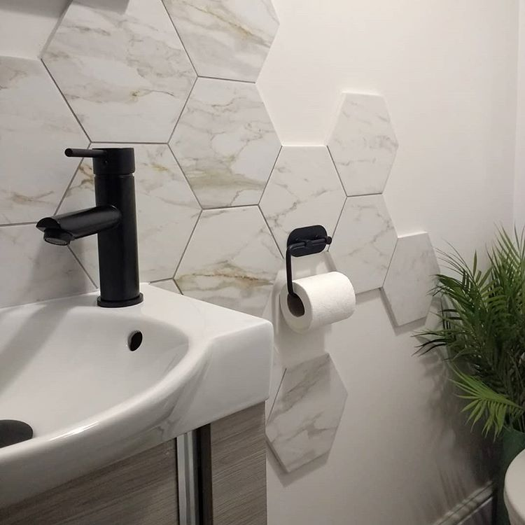 hex tiles could be used to create interesting backslashes around washbasins and bathtubs (via @popshomeandgarden)