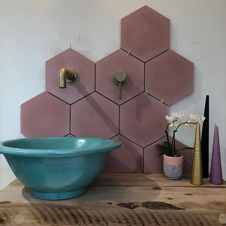 this colorful splashback not only looks cool and unique but also is practical