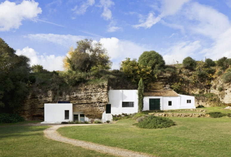 Modern Light-Filled Cave House In Cordoba Hills