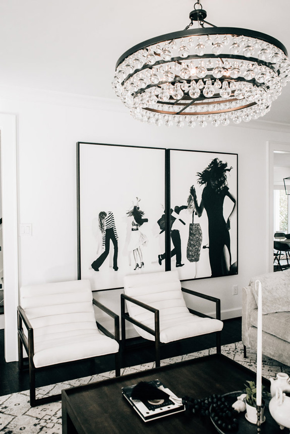 Pictures and artworks throughout the house strike with their style and impact on the space