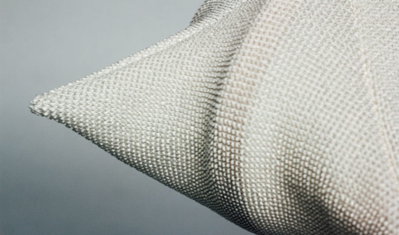 The texture is granted through a technique based on a treatment of knots that create elasticity