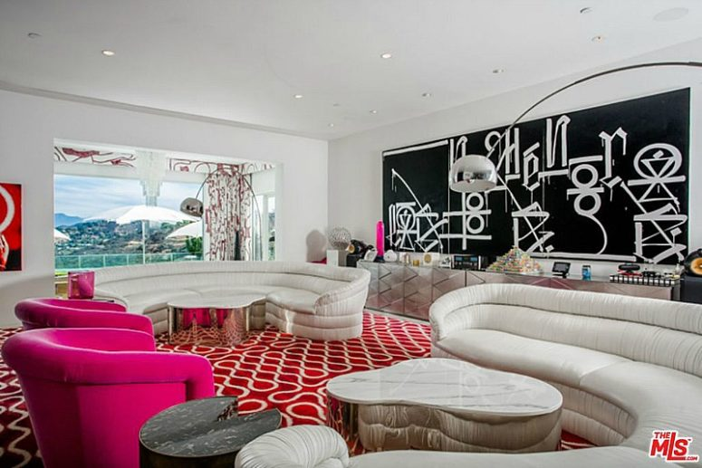 The decor of this room is much bolder, with red and hot pink accents