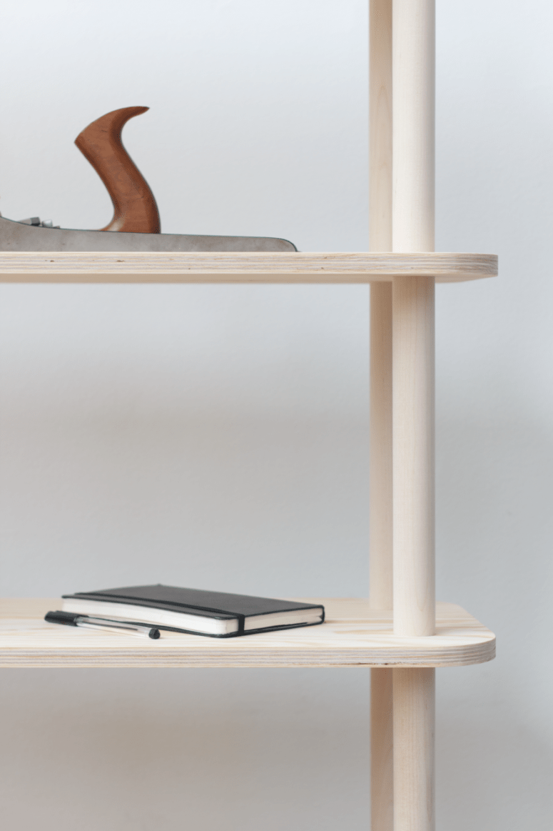 The modular nature of the piece allows to change height and size of the shelving  system