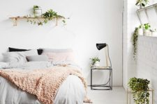 07 simple Nordic bedroom is refreshed with small greenery pieces