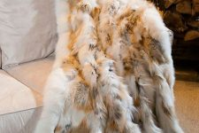 08 fur blanket is a very cozy thing and looks luxurious in any interior