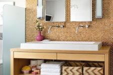 21 corked walls will add coziness to your bathroom, and that's essential