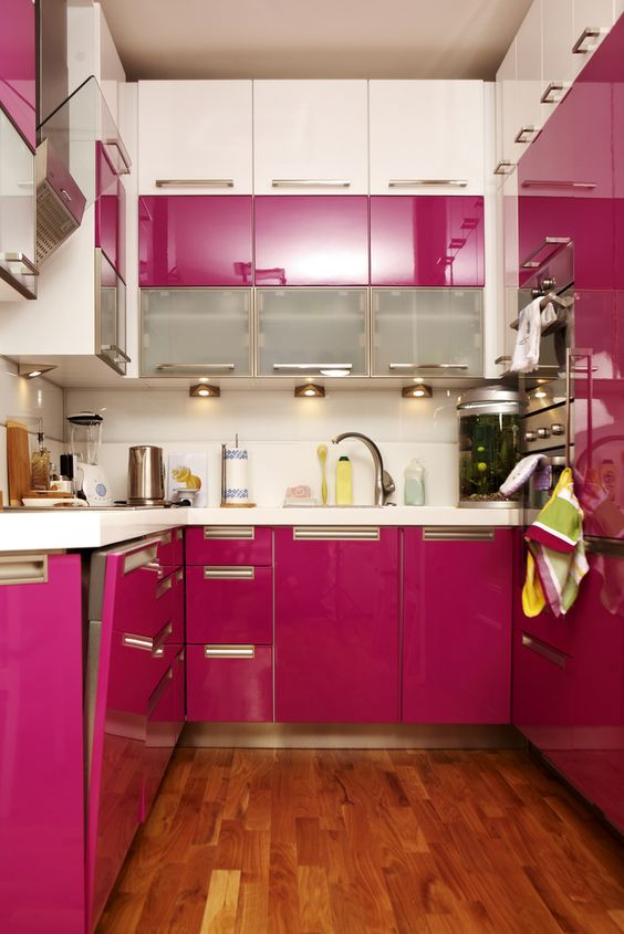 all-fuchsia modern kitchen is a very colorful choice
