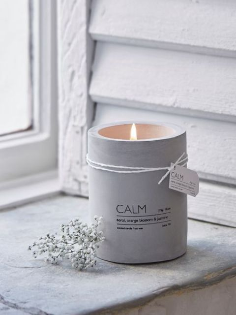 whitewashed candle holder for winter is an ideal thing