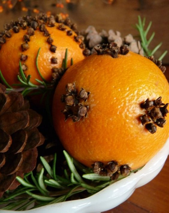 pomanders with cloves will make your home smell in a cozy way
