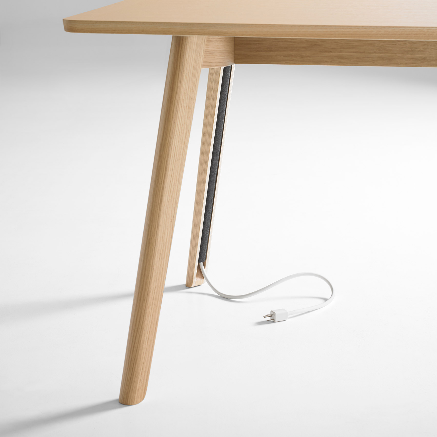 Solem table is ideal to keep your space in perfect order as you'll see no cables hanging and lying everywhere