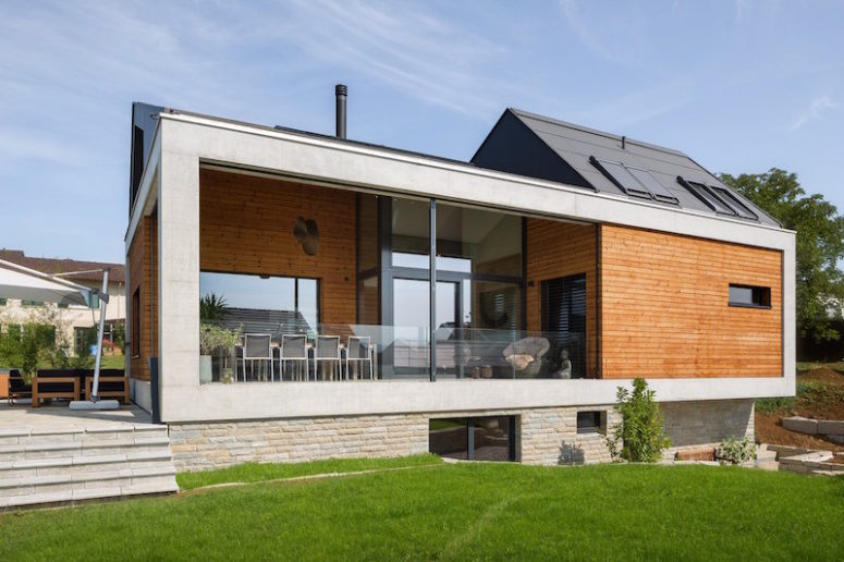 This modern and cozy family home is located in Switzerland and is very connected to outdoors