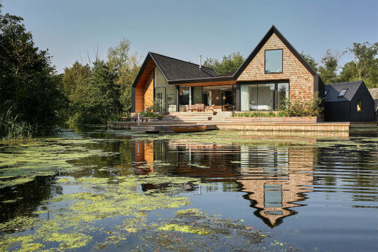 Cozy Lakeside House With Peaceful Modern Decor