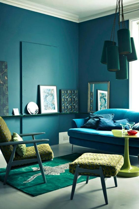 Look at this blue, teal, emerald and green room, it looks absolutely harmonious and bold shades are complement with deepr ones