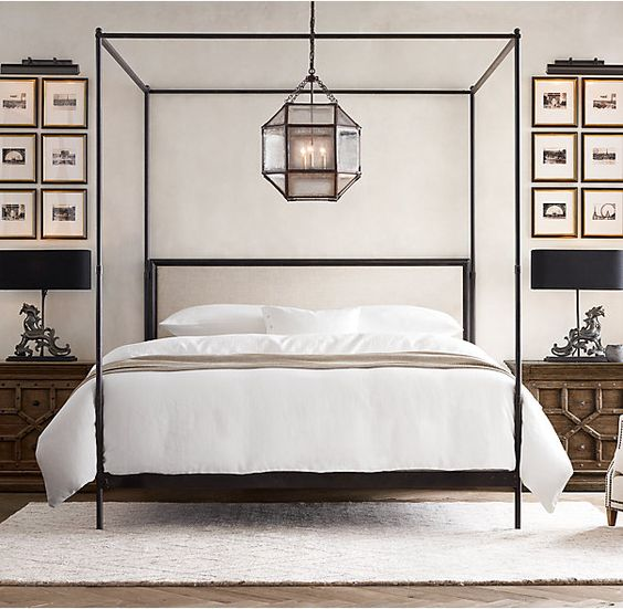 This Canopy Bed Echoes The Style Of Its 18th  And 19th Century Predecessors  With