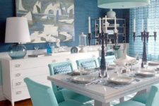 03 In this dining room you can see blue and gree-blue mixed with creamy tones for a softer look