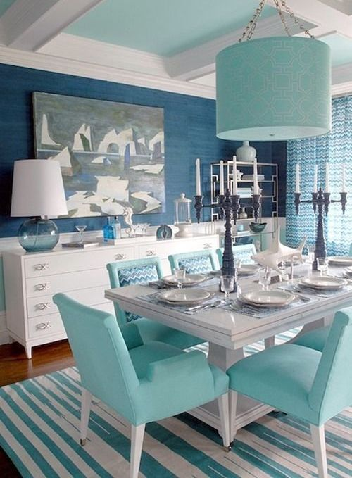 In this dining room you can see blue and gree-blue mixed with creamy tones for a softer look