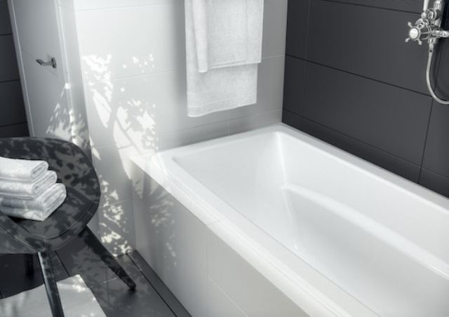 both tubs are manufactured with four adjustable feet to make leveling simpler and with different capacity