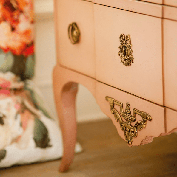 chic brass details will make your dresser really beautiful and refined