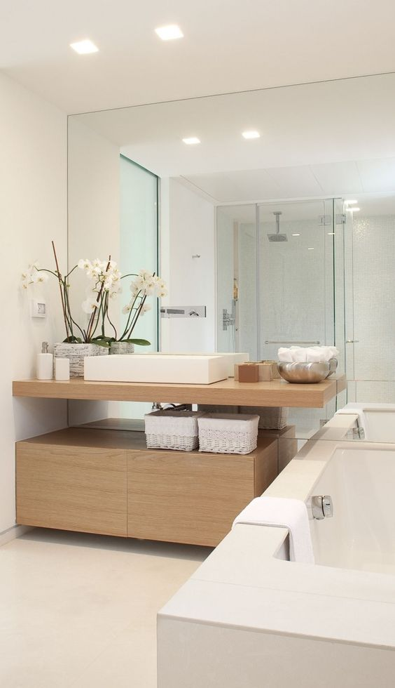 Genial Modern Bathroom Decor In White And Light Colored Woods, A Whole Mirror Wall