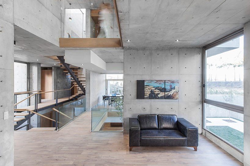 The interiors are done in industrial and modern style, they are filled with light from plantiful windows