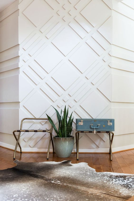 3D wall decor with a geometric pattern