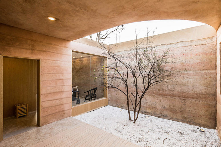 Smaller exterior courtyards connect the volumes and enliven the look