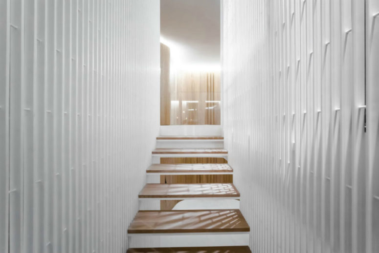 Staircase structure is filled with light thanks to its design, and I like the contrasting look of white and warm woods